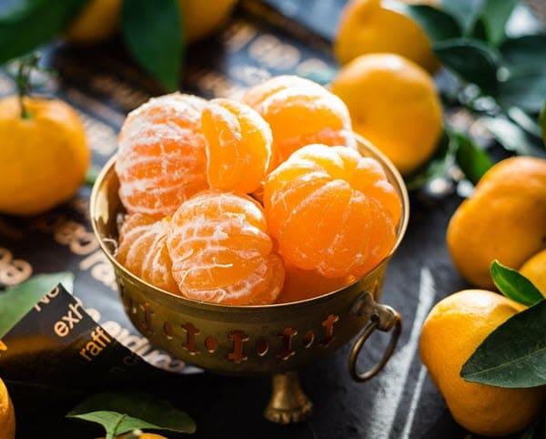 фото мандарина в тарелке