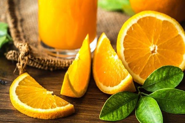 фото апельсина с листом