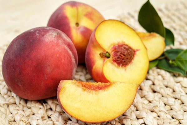 фото разрезанного персика