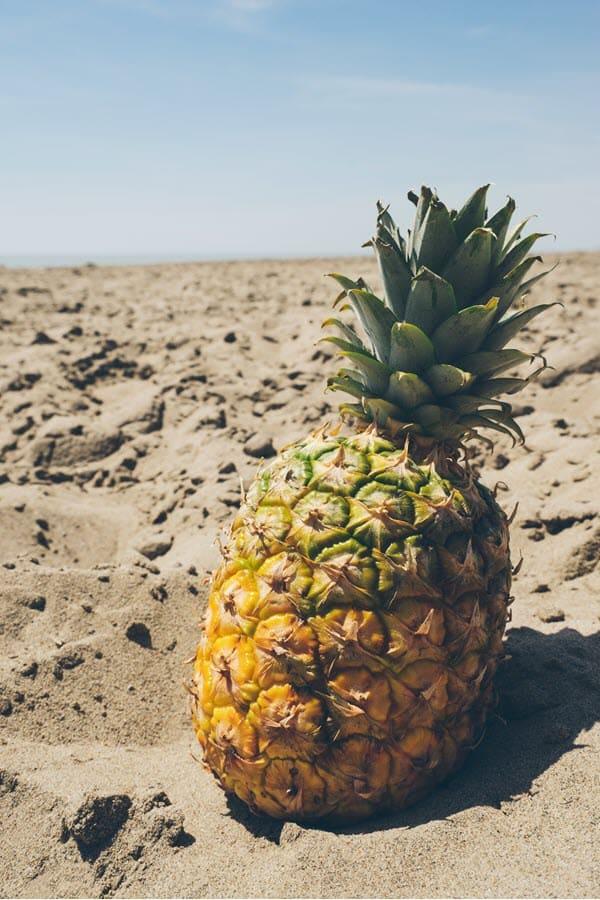 Ананас на пляже