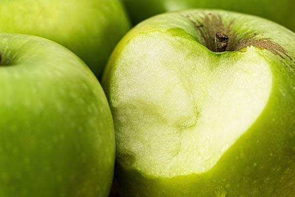 фото надкусанного яблока
