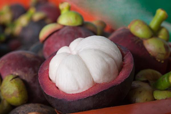 фото разрезанного  плода мангустина