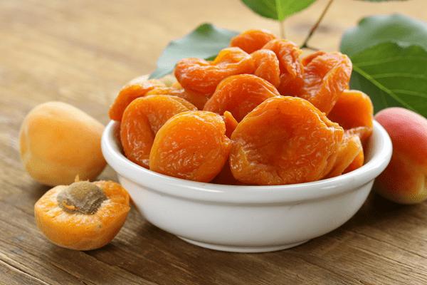 фото свежих абрикосов и сушенных абрикосов