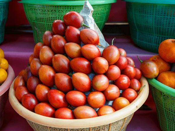 фото плодов тамарилло на рынке