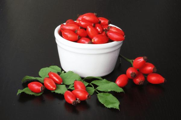 фото ягод шиповника в мисочке