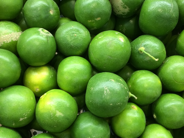фото плодов лиметты на рынке