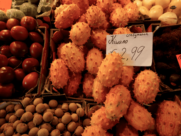 фото плодов кивано на рынке