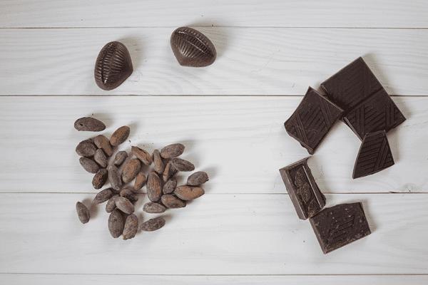 фото какао бобов и шоколада