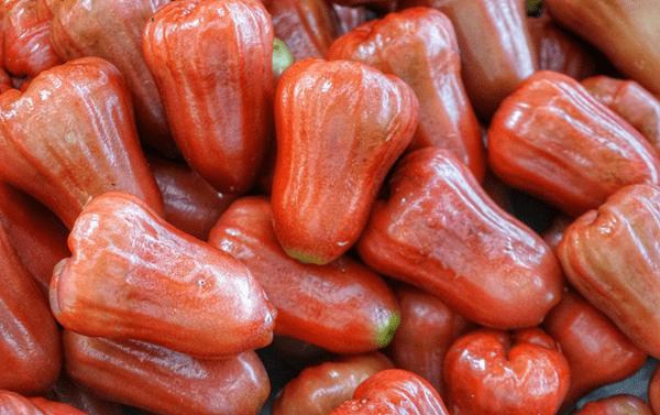 фото плодов чомпу на рынке